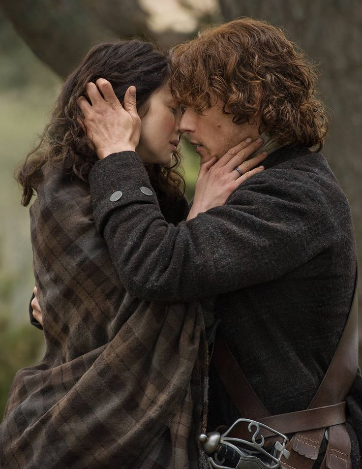 Claire Fraser (Caitriona Balfe) and Jamie Fraser (Sam Heughan) in Outlander on Starz http://www.farfarawaysite.com/section/outlander/gallery13/gallery.htm