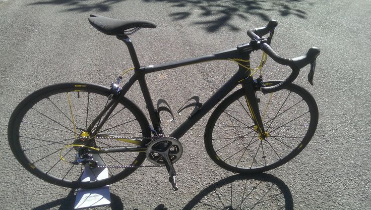 Look 675 in matt black and yellow fitted with Dura-Ace 9000 and Mavic's new special edition Ksyrium 125 wheels.