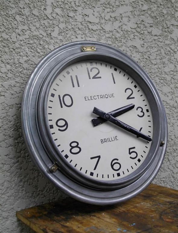 Industria/Railway station BRILLIE clock