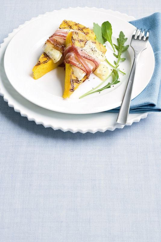 Triangoli grigliati di polenta con pancetta e brie