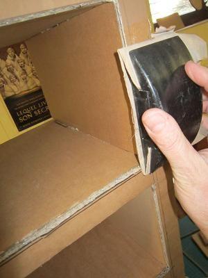 finition d'un meuble en carton
