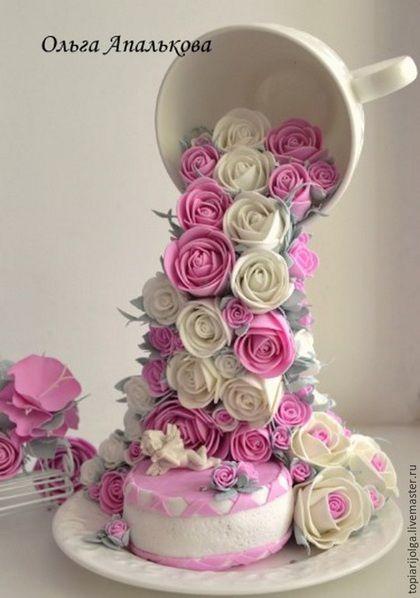 Интерьерные композиции ручной работы. Ярмарка Мастеров - ручная работа. Купить Льющиеся розы из чашечки и нежным тортиком на блюдце. Handmade.