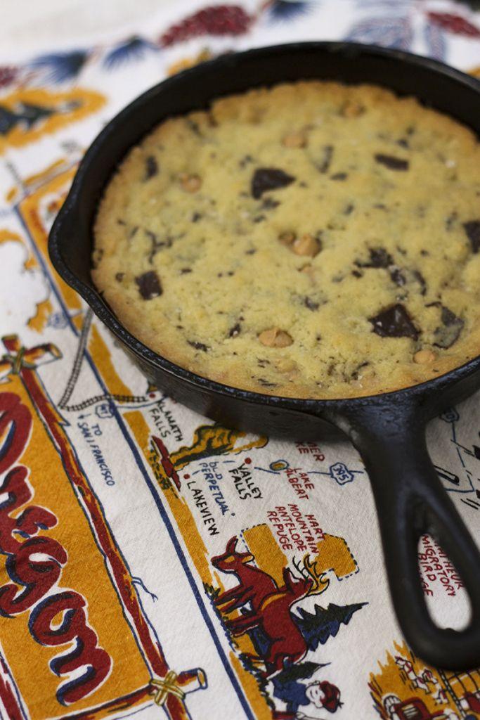Gusseisenpfanne Cookie für zwei - Schokolade Brocken und Erdnussbutter-Chips