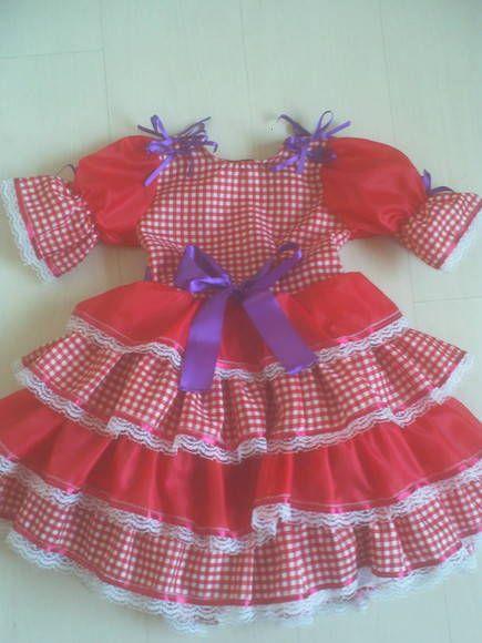Vesti de festa junina vermelho com lacinho de cetim roxo (podem ser coloridos, tambem).  Produzido nos tamanhos: 1, 2, 4, 6 e 8 anos