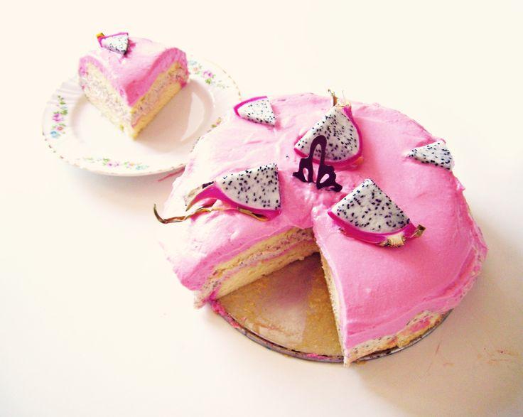 Dragon fruit cake #dragon fruit #cake #pink