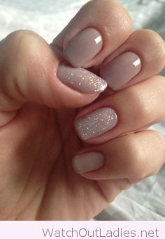 Simple and short nude nails with glitter