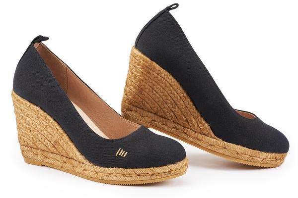Elegant yet oh-so comfortable, the Marquesa espadrille wedge pump is designed in Barcelona with Mediterranean soul. Woven with 100% natural jute fibers, our Marquesa's are handcrafted by Spanish artisans. Marquesa's will be your go anywhere shoe with it's chic design (Kate Middleton's favorite style), soft leather innersole cushion for extra comfort, 3.25-inch wedge heel for easy walking, and leather lined canvas upper. Plus, Viscata is committed to sustainability: for every purchase…