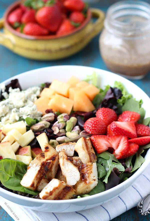 This Sonoma Salad looks and tastes AMAZING! #recipe #salad