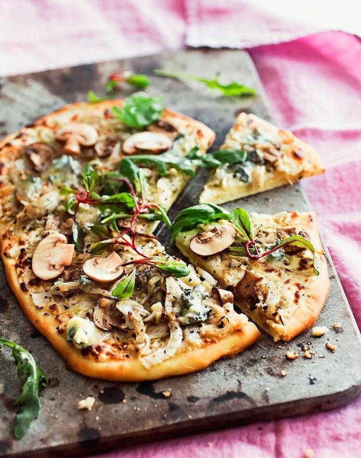 Valkoinen fenkoli-herkkusienipizza