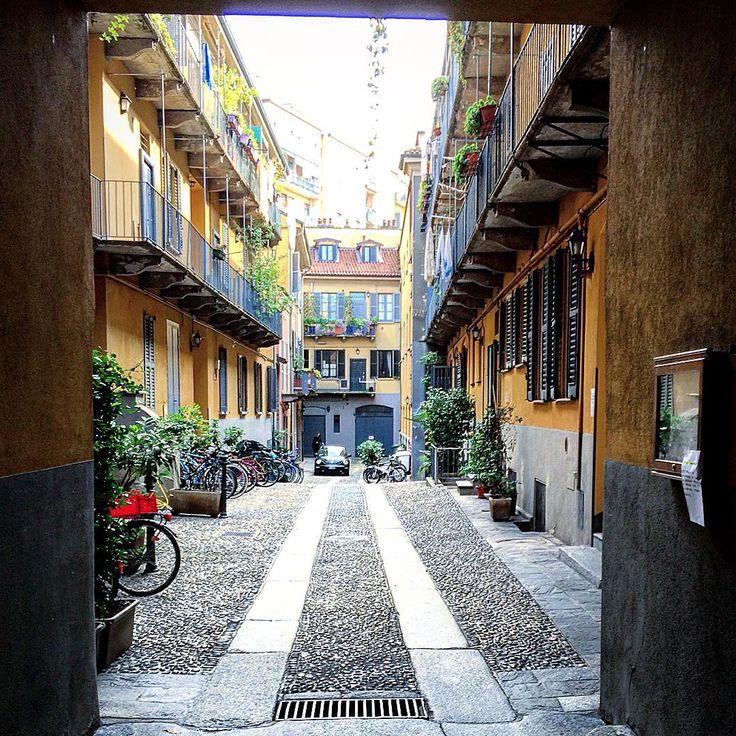 Cortili delle case di ringhiera #cortili #casediringhiera #milan #autumn #beautiful #darsena #flowers #italia #italy #ig_milan #igersmilan #ig_lombardia #milano #milanocity #milanodavedere #milanocityufficiale #milanodaclick #nice #navigli #oldmilan #visitmilan #vivomilano by dan_pag