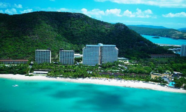 Hamilton Island Resort Queensland - 3.5 to 4.5 star, several options available with easy air access. See more the best times of year to travel at http://www.best10hotels.com/#!hotels-great-barrier-reef-island-resorts/c1wmt