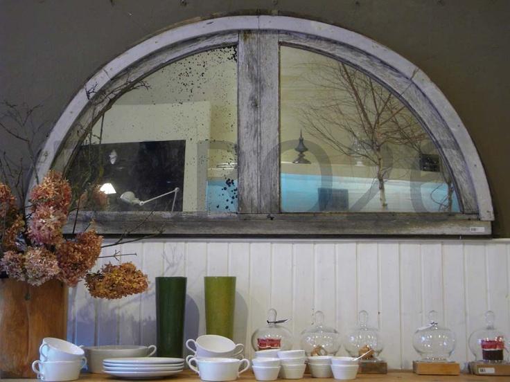 #Specchio anticato ad #arco con cornice in #legno