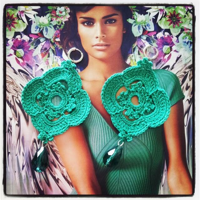 orecchini realizzati a mano a uncinetto con cotone color verde acqua  ilerobybijoux bijoux handmade