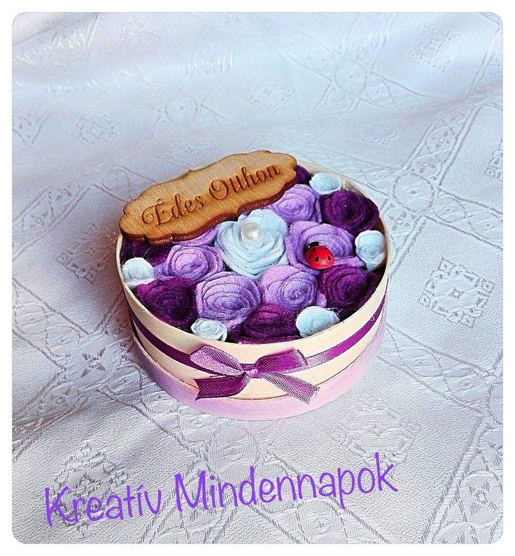 Mini 9 cm-es filc virágdoboz -Small felt flowerbox