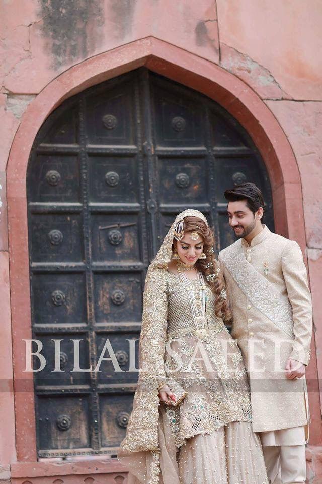Amanat ali Style flies Formal eastern wear Asian wedding Couple goals Golden and white ,! Badshahi mosque...wedding photography... bilal saeed photography Hair braids