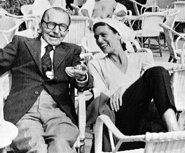 Ο Νίκος Καζαντζάκης με τη Μελίνα Μερκούρη τη δεκαετία του 1950