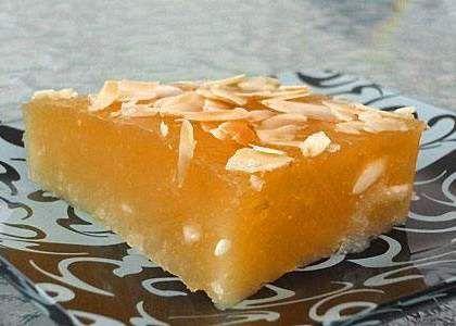 Греческая халва Фарсалон... Рецепт греческой халвы Фарсалон1,5 стакана крахмала (рисового или кукурузного)4 стакана сахара4 стакана воды0,5 стакана оливкового маслаГрецкие орехи или очищенный обжаренный миндаль2 упаковки ванильного порошка