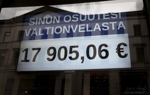 IS kuvasi aiemmin tällä viikolla velkalaskurin, joka löytyy WTC-talosta Helsingistä. Jos valtionvelka jaettaisiin kaikkien suomalaisten kesken, näin paljon siitä tulisi jokaiselle.