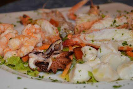 Antipasto di pesce al vapore ..tutta la bontà del pesce appena pescato. www.trattoriaallabusa.it #ristorante  #ristoranti  #ristoranterovigo #ristorantepesce #cruditè #pescecrudo #crudo  #ostricheTrattoria Osteria Alla Busa - Google+