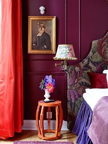 Mikado suiten, pusset opp i Årets Farge 2013. Purpur mot orange, mot sterk korall og fargen Pilati FR1310 på sengekappen gir spennende kontraster.