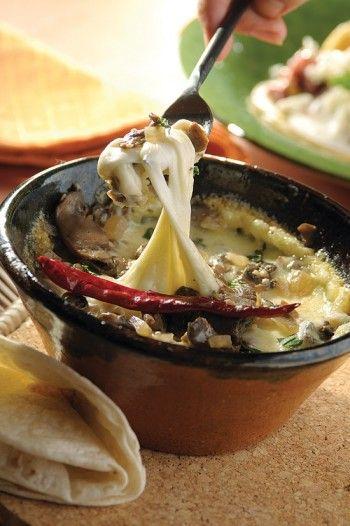 Cazuelita de queso con champiñones al ajillo