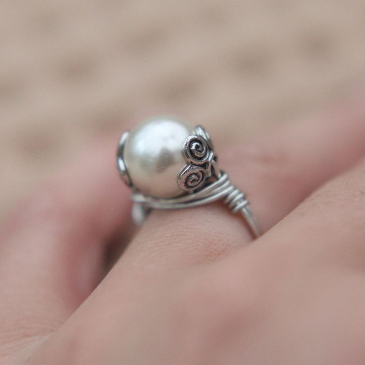 @Natalie Kirtley  SALE JEWELRY TUTORIAL how to make a wrapped wire ring video lesson diy. $3.99, via Etsy.