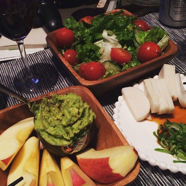 アボカドディップ、アボカドソースはいろんな食材によく合います。あっさり系のお野菜なども食べ応えのあるメニューに変身することができますよ!多めに作って冷蔵庫に入れておけば便利ですのでディップ、いろんなたべものにつけてみて!