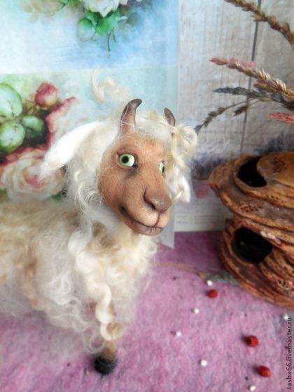 Ухтышка. Козочка новогодняя. - белый,авторская коза,коза в подарок,символ 2015 года