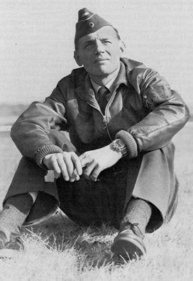 Erich Hartmann , siete victorias en un dia.  Cuando el JG52 se replegó junto a la Wehrmacht, en 1943, las victorias de Hartmann empezaron a crecer. La gran ofensiva de Kursk, comenzó el 5 de Julio de 1943. La Luftwaffe planeó proteger a los Panzers de la Wehrmacht de los Il-2 Sturmovik, cazacarros blindados soviéticos armados con cañones de 37mm. El Staffel de Hartmann, 7/JG52, se desplegó en Ugrim, a solo 14 kilómetros del frente. Cuando los Panther y Tiger avanzaban, los Ju-52…