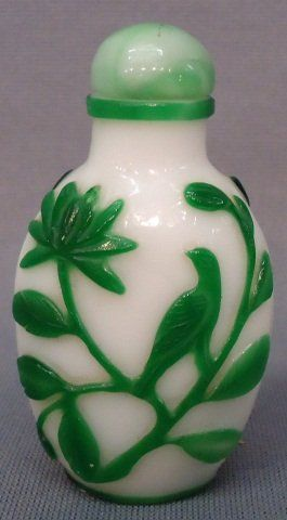 CHINESE PEKING GLASS SNUFF BOTTLE GREEN AND WHITE CAMEO WITH BIRDS AND FLOWERS