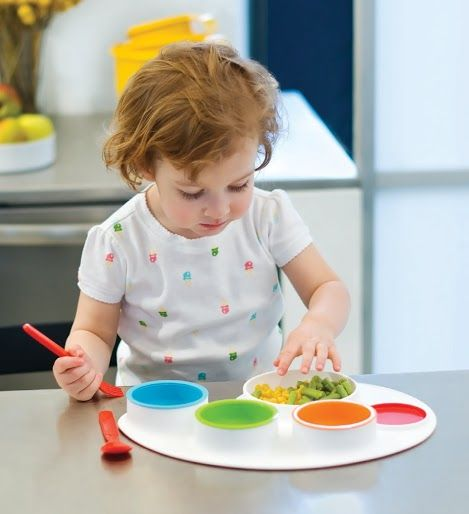 The fun and colourful Palette Plate from Skip Hop is a feeding set that is perfect for finger foods and is bound to make mealtimes a fun and interesting affair for mums, babies and toddlers! The drop-in containers can be used to store leftovers!  #bpafree