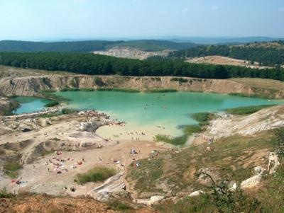 """""""Laguna albastra"""" din Aghiresu, situat la 30 km de Cluj Napoca"""