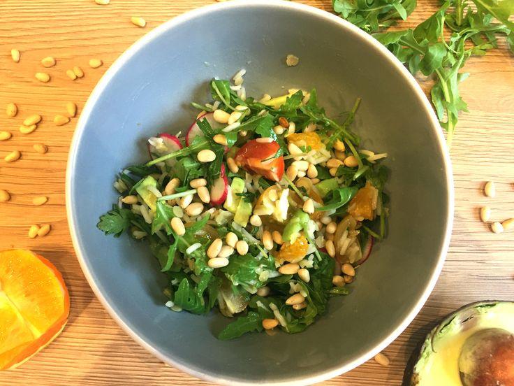 Salade riz et céréales à l'orange et avocat. Frais et délicieux!
