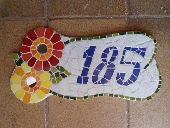 * Números feitos em madeira nobre com acabamento em mosaico  * As peças são confeccionadas Manualmente, Trabalho artesanal.  * Fazemos projetos personalizados  * Peças Sob Encomenda  * Frete a Calcular  * Fotos meramente ilustrativa R$ 120,00