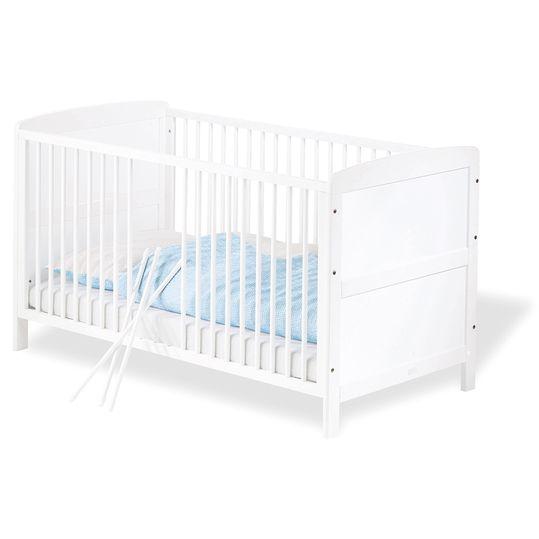 In klassischem Weiß: TÜV/GS-geprüftes Kinderbett aus teilmassiver Kiefer.
