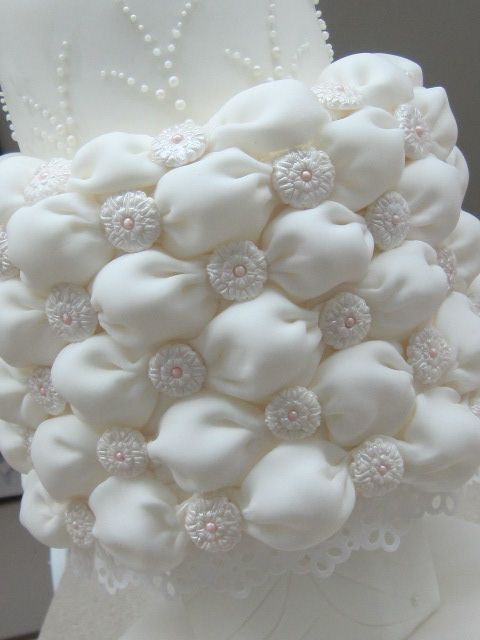 Cake Decorating Quilting Technique : 15 best images about Billowed cakes and cupcakes. on ...
