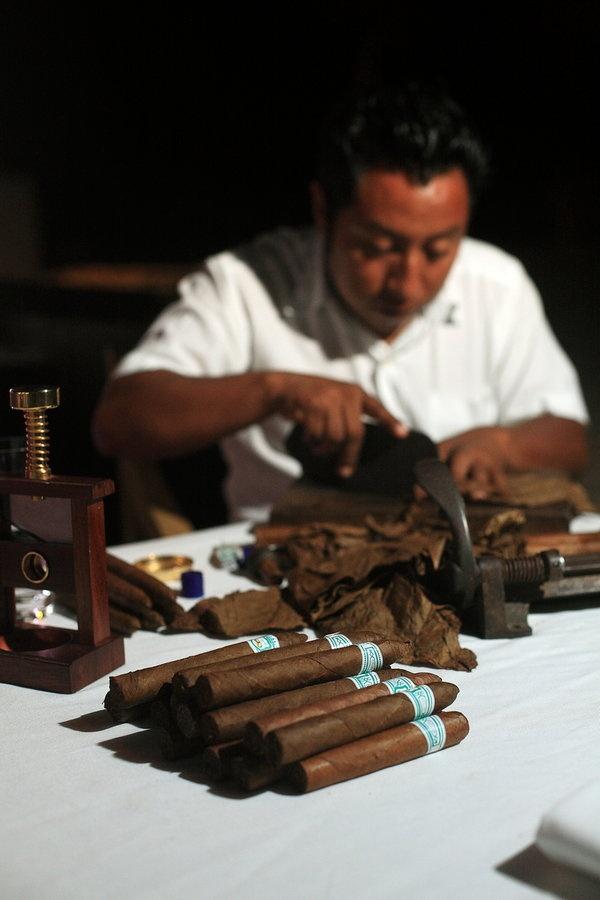 Hand-rolled cigar bar? Yes!