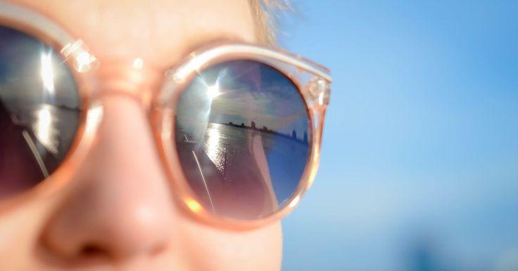 Een goedkope zonnebril uit de souvenirshop, of een duur exemplaar van bij de opticien? Welke zonnebril beschermt je ogen het best?