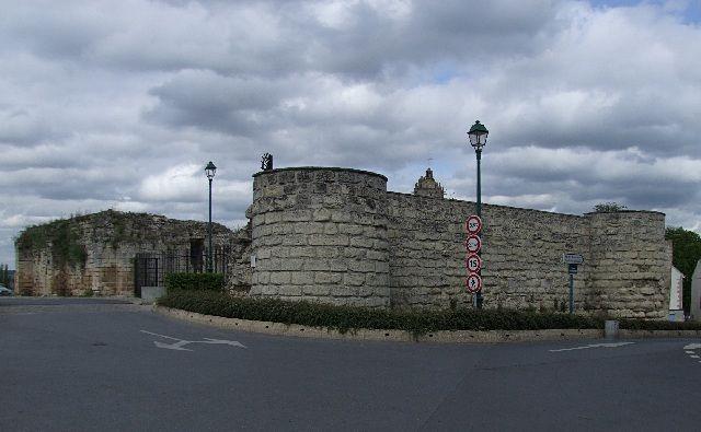 Beaumont sur Oise - Val d'Oise - Cette ville proche de Paris possède un donjon arasé certes, mais à l'architecture romane remarquable.