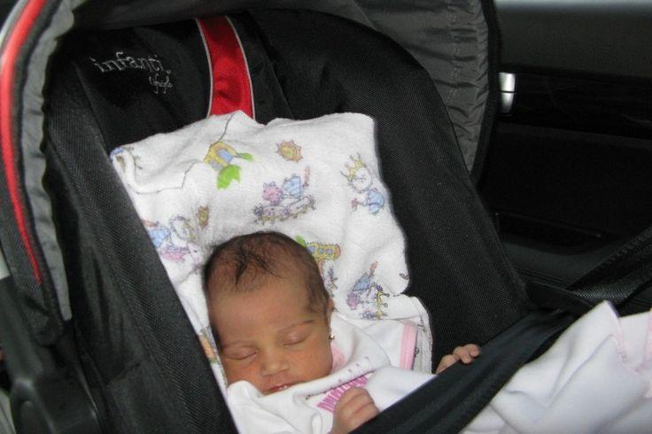 Consejos para viajar tranquilamente con tu bebé - http://www.somosmamas.com.ar/bebes/consejos-para-viajar-tranquilamente-con-tu-bebe/ En los primeros días de la llegada del bebé a casa vas a notar que toda tu rutina cambia y debes estar dedicada casi toda la parte de tu tiempo al cuidado del pequeño. Esto es completamente normal, pues tu bebé necesita muchos cuidados y demanda de ti demasiadas atenciones, por lo que pensar en v... Somos mamas