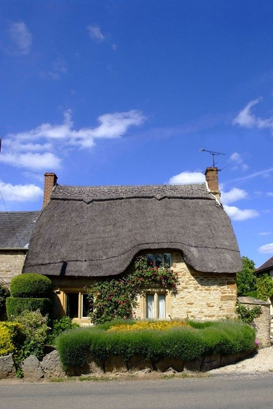 Thatch cottage in The Cotswolds
