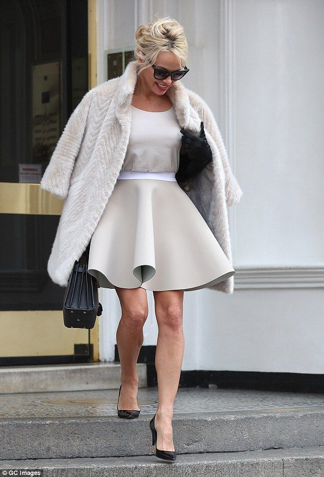 Pamela Anderson rocks 50s dress to visit Julian Assange | Daily Mail Online
