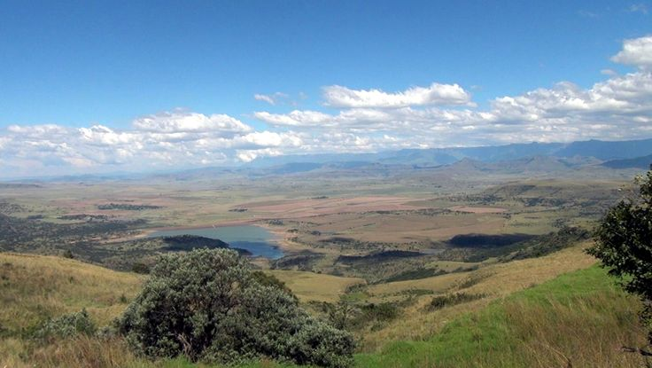 The view from the viewpoint, on top of Oliviershoek Pass