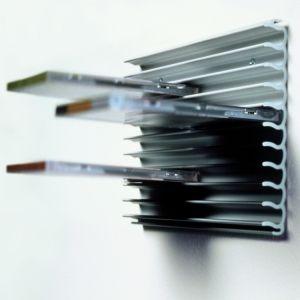 Coolrib productie Cleverline  Praktisch CD-houder, door de speciale golfvorm zijn ribben heeft een stevige grip op uw cd's. Als de collectie groeit, uit te breiden door het andere profiel erin te klikken.  De Coolrib gemaakt van geanodiseerd geëxtrudeerd aluminium