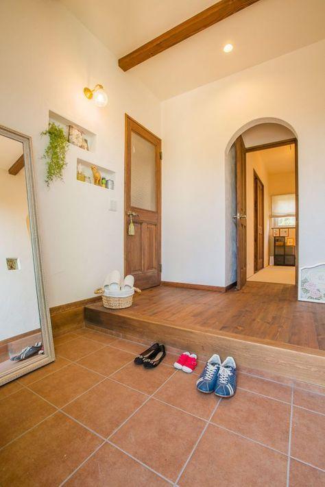#アイジースタイルハウス #玄関 テラコッタタイルのポーチ、壁のニッチがポイント