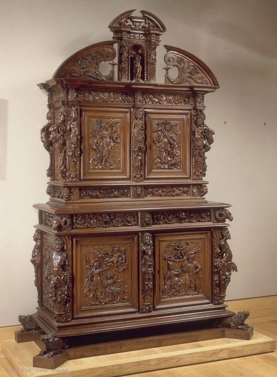 France (premier quart du XVIIe siècle)  Armoire à deux corps  Noyer  H. : 2,55 m. ; L. : 1,78 m. ; Pr. : 0,75 m.  Ancienne collection Pierre Révoil, acquise en 1828