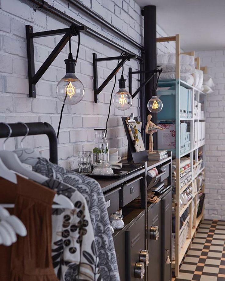 Gillar du också smarta lösningar?  Med konsolen EKBY VALTER och LED-lampan NITTIO kan du skapa denna snygga lösning.  Enkelt, snyggt och stilrent!  #ikeauppsala #LED #nittio #ekbyvalter #inredning #DIY #ivar