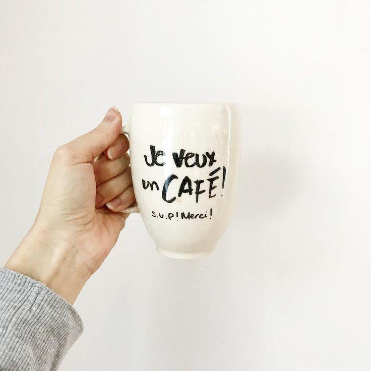 Encore et encore! Je suis super stressée (heureusement cest temporaire!) parce que je dois livrer la plus grosse commande de ma vie alors je dors mal la nuit alors je bois du café le jour parce que ça me réconforte... Cest la spirale pas saine dans laquelle je suis présentement! #grossesemaine #lesaleasdelentreprenariat #butfirstcoffee #fidelecompagnon #jeveuxuncafé #nospetitscafés  #coffeelover #baneaux #faitalamain #faitauquebec
