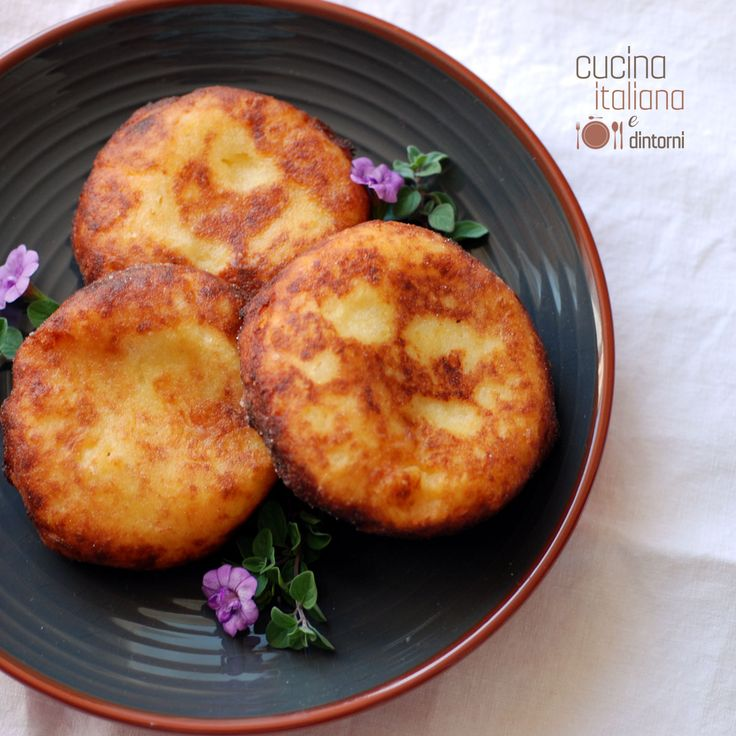 Bombe di Patate fritte ripiene di formaggio filante: un secondo piatto ricco e gustoso per presentare in tavola sempre qualcosa di nuovo. Le bombe di patat