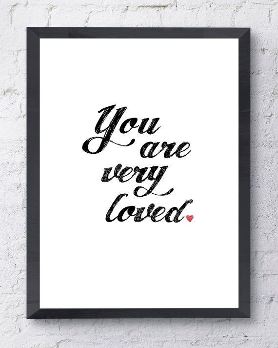 Stampa tipografica. Sei molto amato Poster. Stampa d'ispirazione. Arte moderna muro con opzioni di stile e colore.